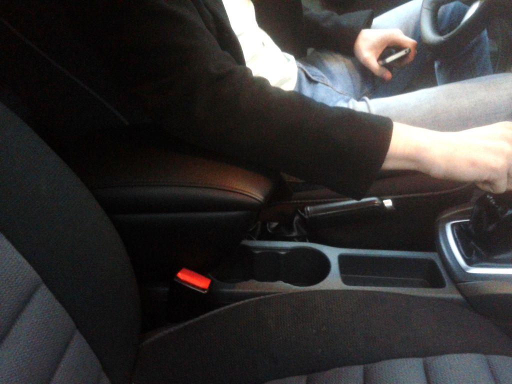Подлокотник на Форд Фокус 2