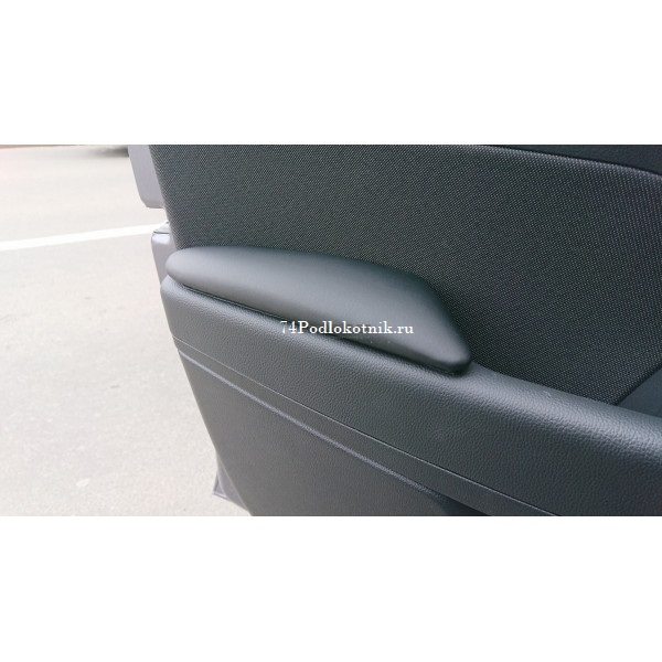 Подлокотник на Хендай Солярис 2 накладки на двери