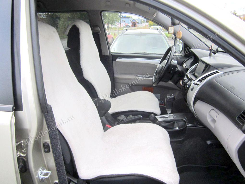 Меховая накидка на сиденье на автомобиля белая
